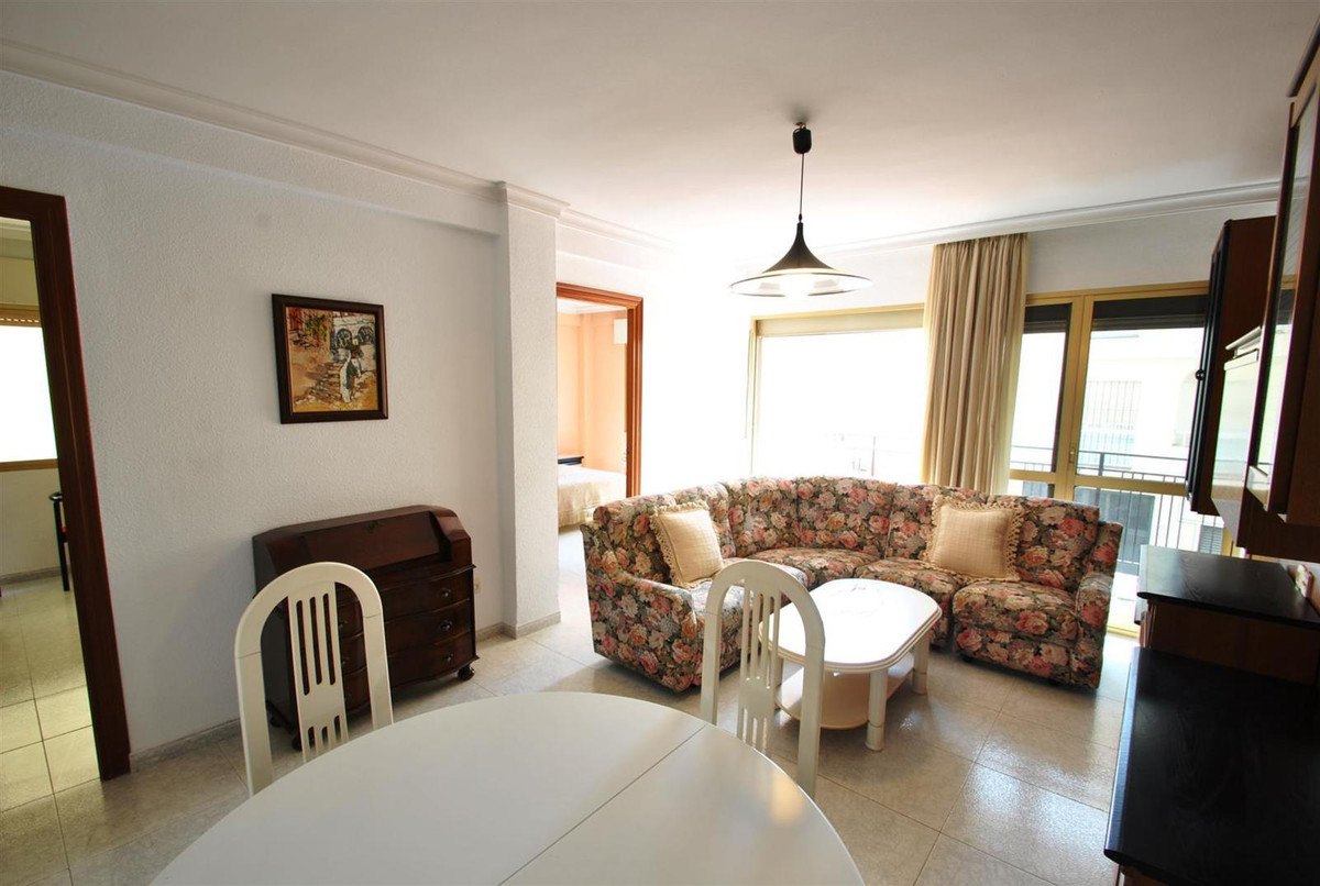 Spacious and bright apartment close to the centre of Torremolinos. It offers 3 bedrooms with wardrob, Spain