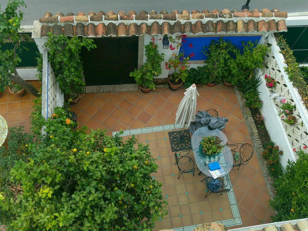 Fabulous Townhouse 5 minutes from the center of Marbella, with communal pool. It has four floors, 60,Spain
