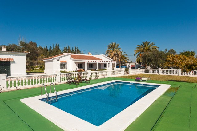 Originally listed for 349,000€ and recently reduced to 325,000€.  Fabulous 4 bedroom 1 bathroom finc, Spain