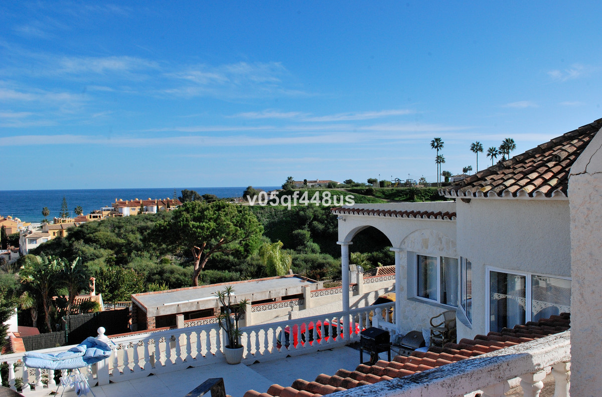 Detached villa close to Fuengirola with space for several families. The property consists a large vi, Spain