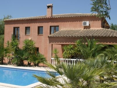 reduced from 400.000 euros  a beautiful country house situated in a wonderful and peaceful location , Spain