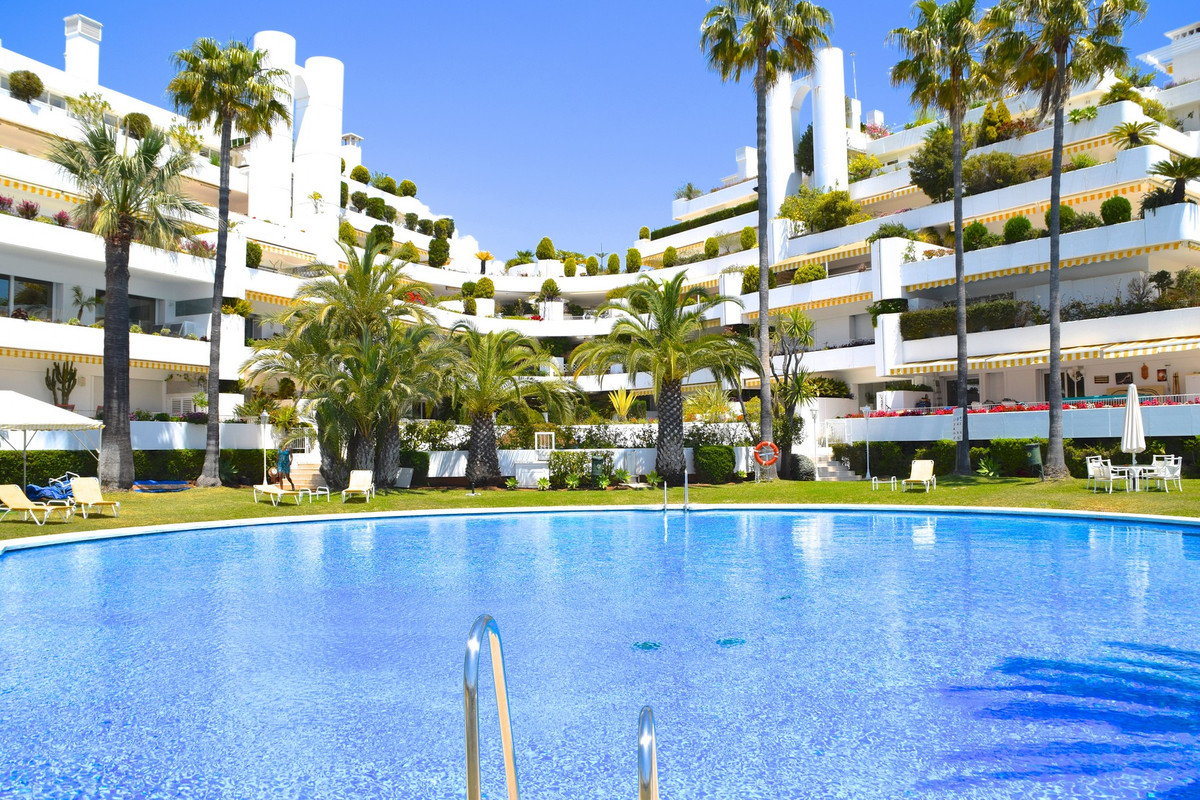"""GREAT OPPORTUNITY! Magnificent apartment located in a quiet residential complex in one of the , Spain"