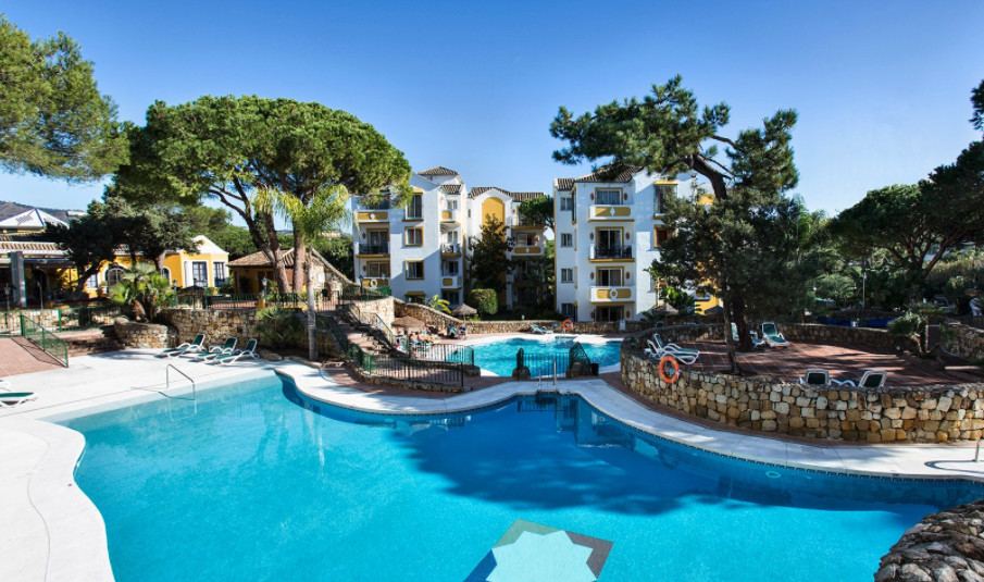 Beachside Elviria!  Ideally located and spacious three bedroom apartment within walking distance to ,Spain