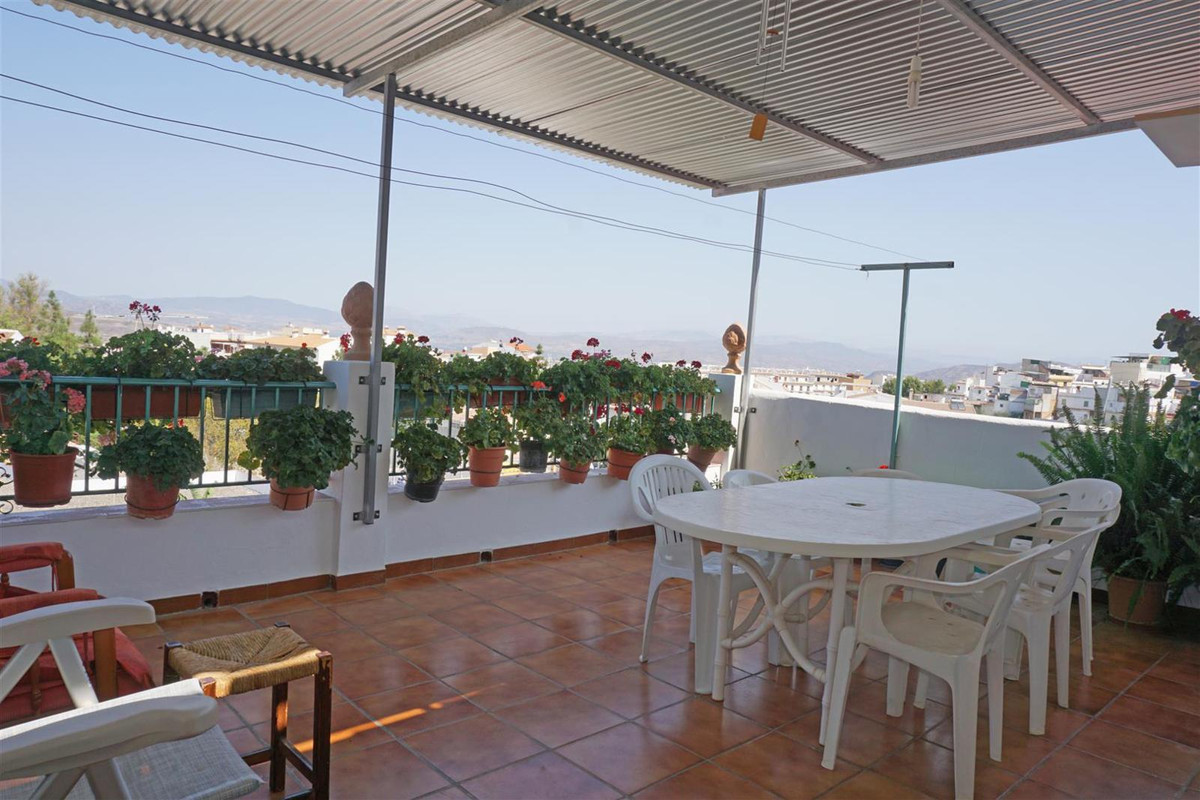 Townhouse located on the top of Alhaurin el Grande offering great mountain and village views. The pr,Spain