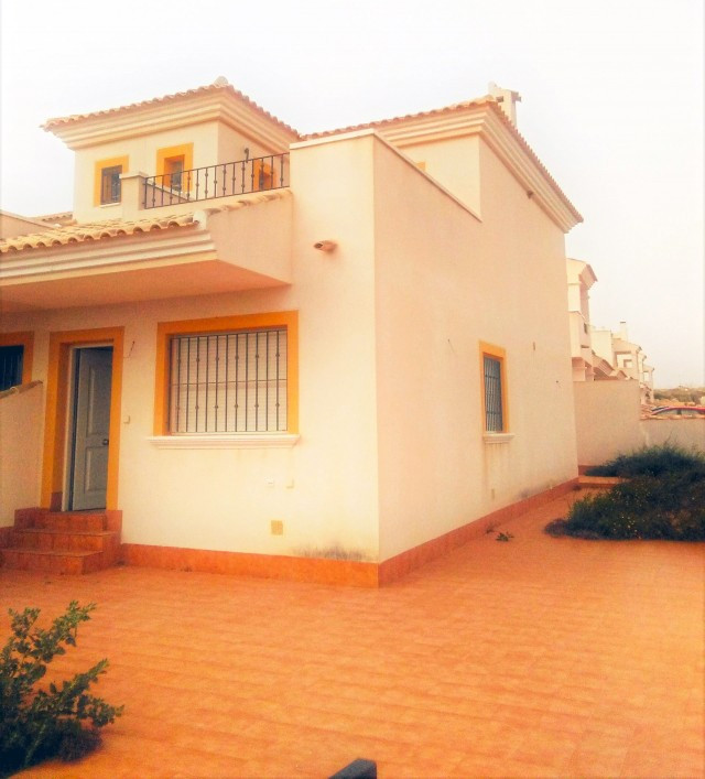 Nice duplex townhouse, located in Vistabella, next to a wonderful golf course, only 5 minutes from L, Spain