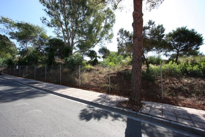 Great opportunity! A large building plot of 2.000 m2 located on the beach-side in Las Chapas, where ,Spain