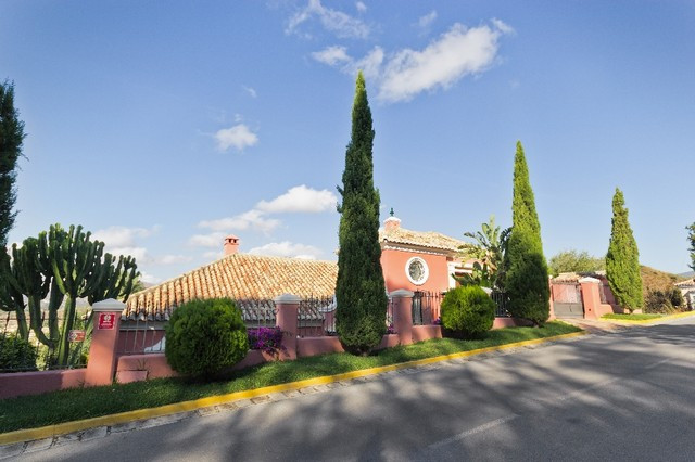 Originally listed for  1.500,000€ and recently reduced to 1,400,000€.  Fabulous villa located frontl,Spain