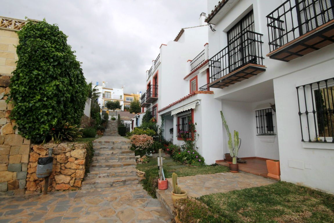 Fantastic townhouse in the area of Don Miguel.  This townhouse built on three levels has 259 m2 cons, Spain