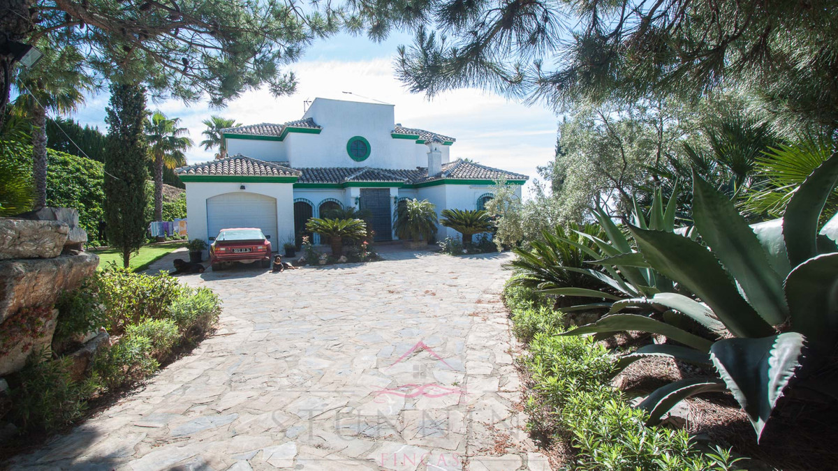 Spectacular, country property with panoramic sea and mountain views Casares This property enjoys spe, Spain