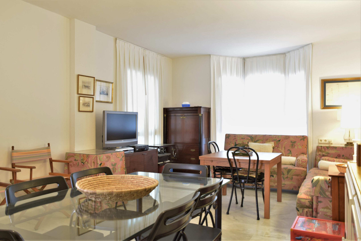 in Good condition, For Sale, a nice 4 bedroom ground floor apartment comprises the following :  4 be, Spain