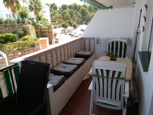 3 bed 2 bath second floor apartment in the well located area of Miraflores, fully furnished with a g, Spain