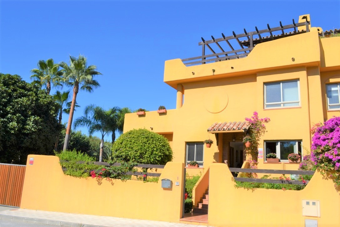 FANTASTIC FAMILY TOWNHOUSE LOCATED IN THE EXCLUSIVE MARBELLA NEIGHBORHOOD OF NAGUELES. This bright a,Spain