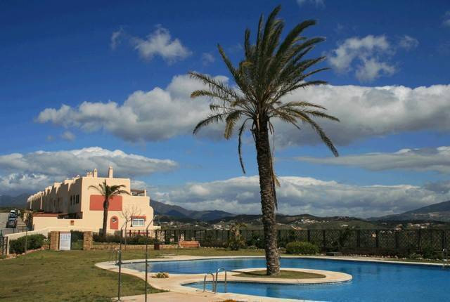 Fantastic value duplex penthouse with 3 large terraces, beautiful golf and sea views and only 5 minu, Spain