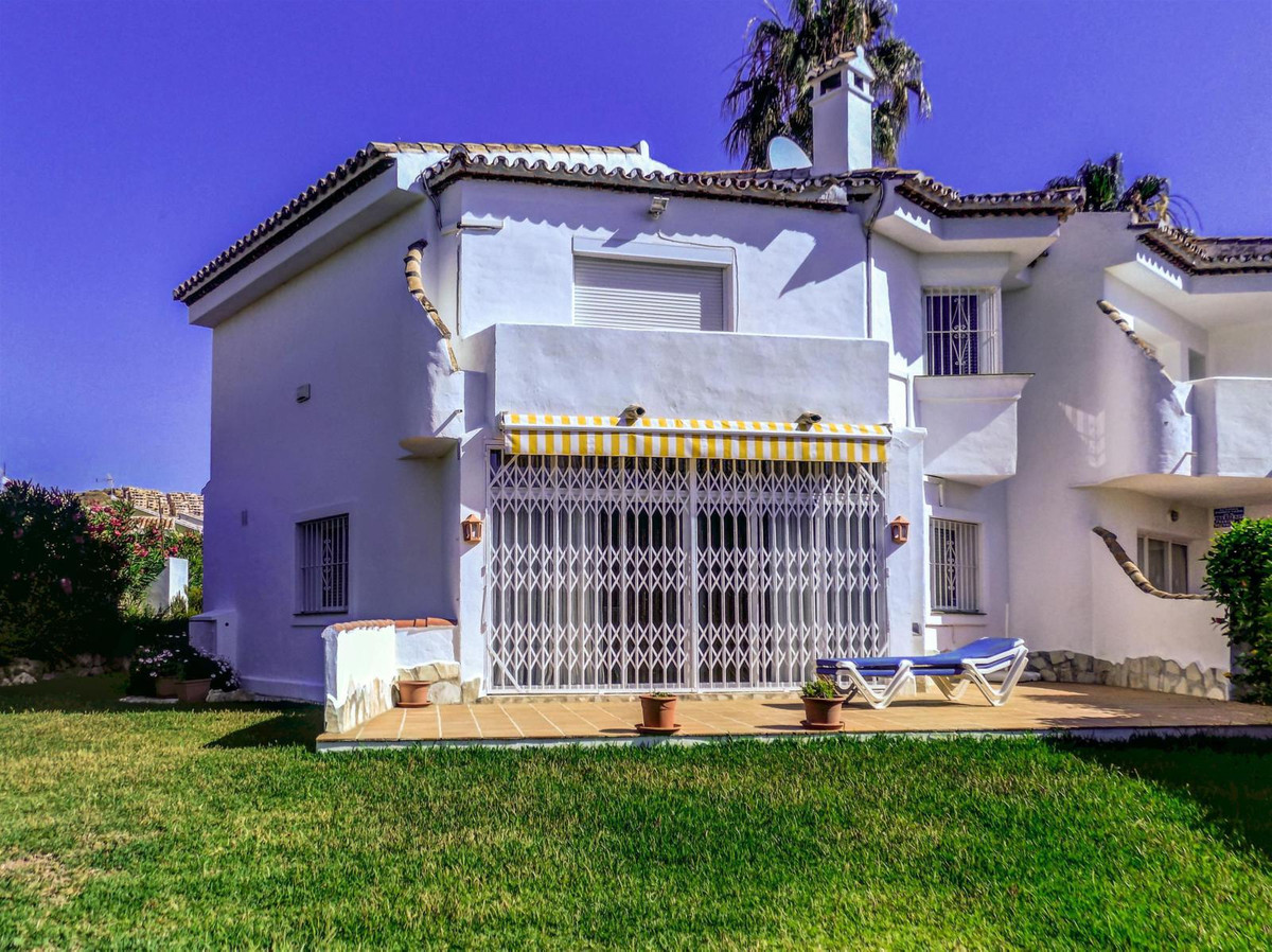 Beautiful cozy townhouse located in Calahonda, minutes away from all amenities. Its interior consist,Spain