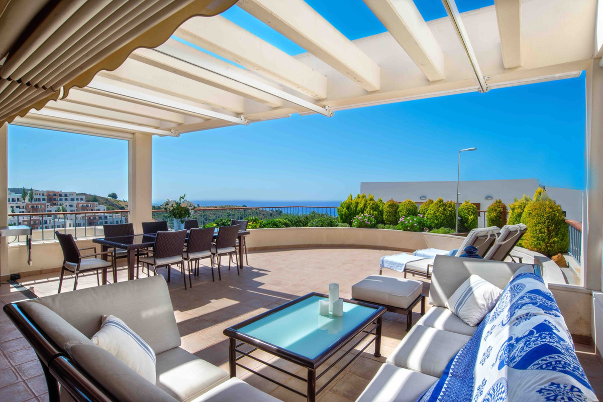 Magnificent penthouse in Los Altos de Los Monteros , a luxury and quiet area. Situated near a golf c, Spain
