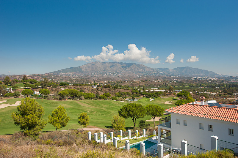 A wonderful plot of land available with architect´s plans to build a spacious 4-bedroom villa 282m2 , Spain