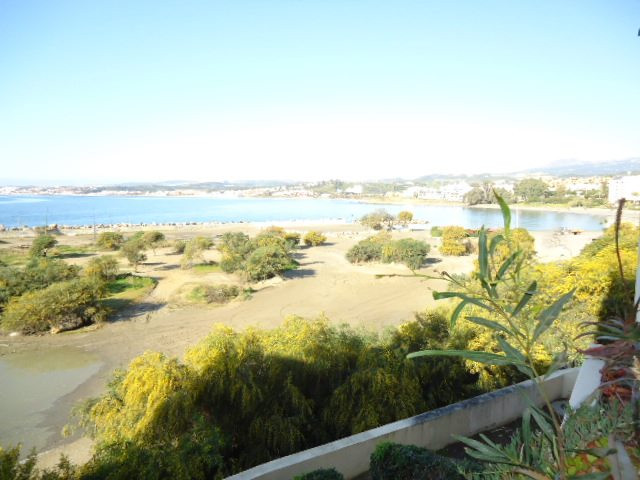 The studio apartment is located in a very well maintained community, front line beach with open sea , Spain