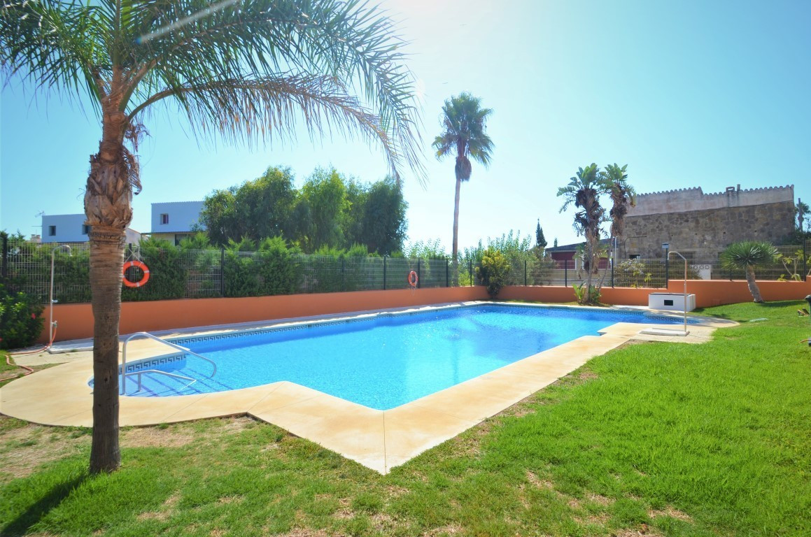 Beautifull middle floor apartment in beach front residential complex, perfect to walk in paradisiac ,Spain