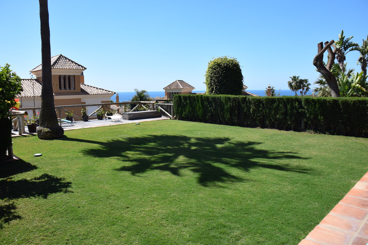 Fantastic semi-detached villa with beautiful garden and sea views. The property has on the main floo, Spain