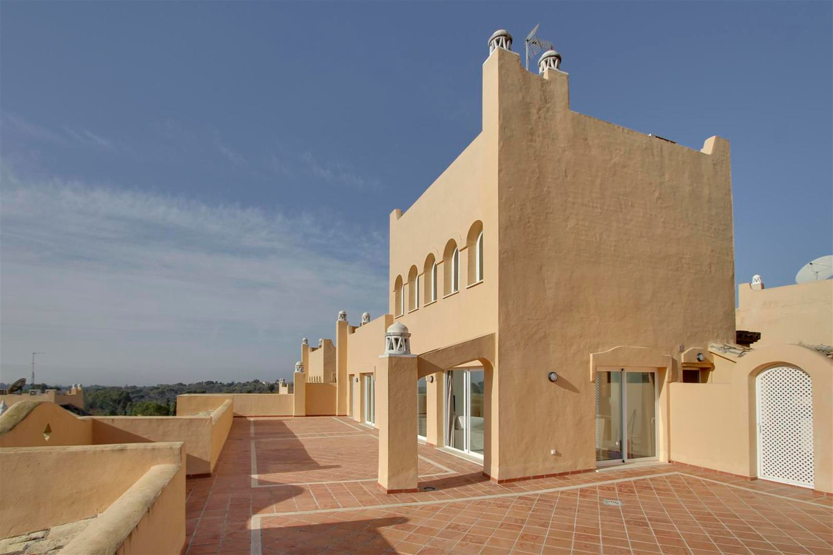 Beautiful 3 bedroom penthouse located in the sought after area of Elviria in Marbella. Distributed o,Spain