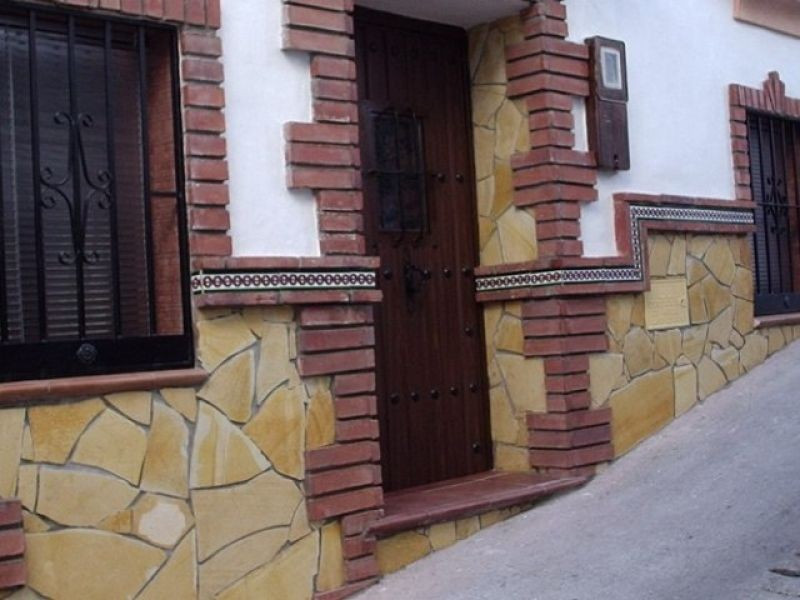 This pretty house comprises living/dining room, kitchen, 2 bedrooms and a bathroom.  It is situated ,Spain