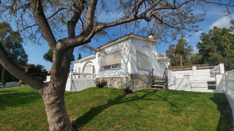 #EXCELLENT OPPORTUNITY# Beautiful  Detached villa just 400 meters walk from the beach. This property, Spain