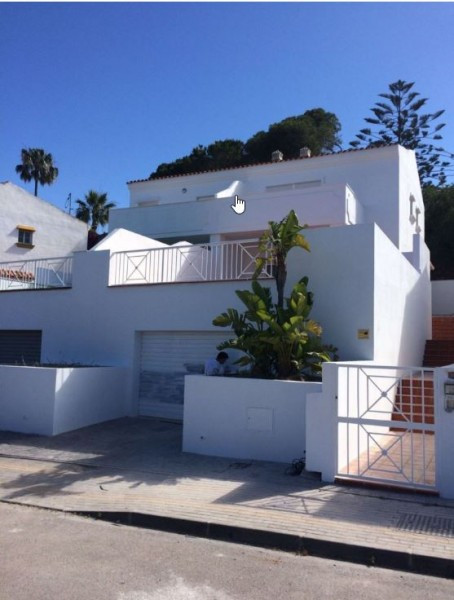 Villa for sale in Artola, Marbella East, with 5 bedrooms, 3 bathrooms and has a garage (Private). Re,Spain