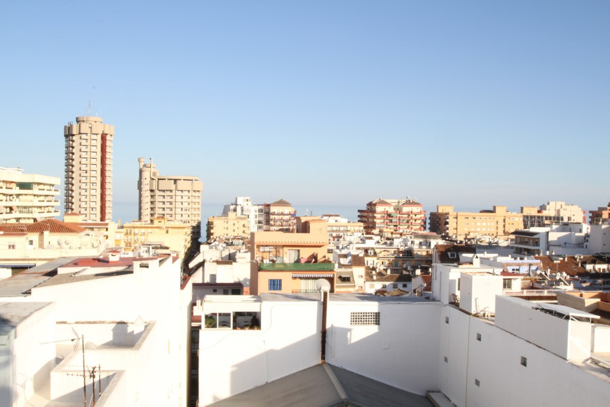 This beautiful apartment has 3 bedrooms with fitted wardrobes, 2 bathrooms, kitchen, utility room an,Spain
