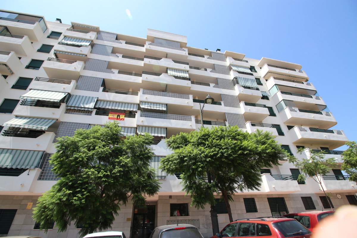 Fantastic one bedroom apartment for sale being sold completely furnished in a relative new area of E, Spain