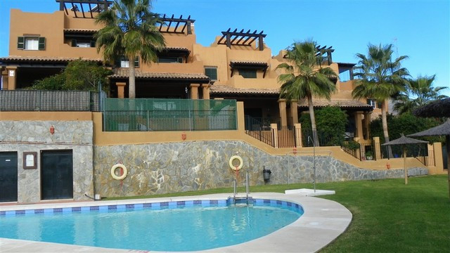 Stunning townhouse situated in the very prestigious complex Altos de Guadalobon in Estepona. This li, Spain