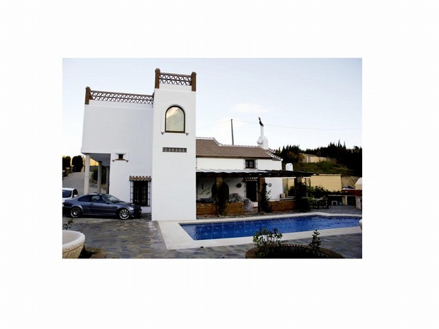 Excellent finca with 6 rooms located near the village of Ojen. Situated in the countryside with easy,Spain