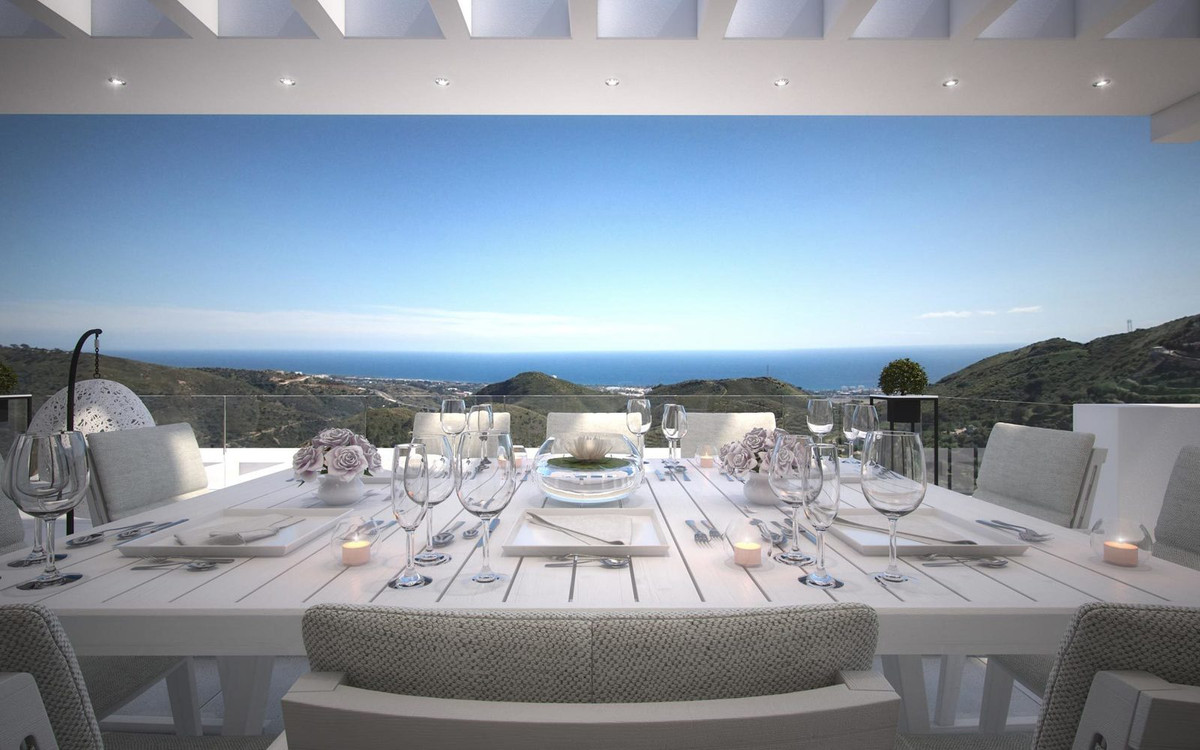 Investment opportunity in Marbella! The best penthouse in Palo Alto Phase 1 is on the market! Sellin, Spain