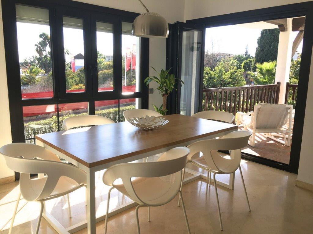 Lovely second-floor apartment in a closed complex in Nueva Andalucia. Built to high standards and co,Spain