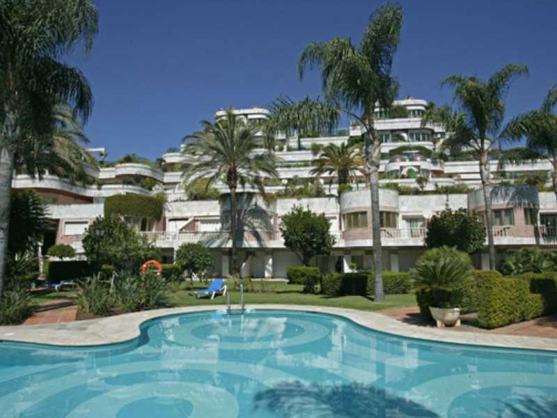 In the prestigious building Grey d ´Albion a totally renovated ground floor duplex with front line s,Spain
