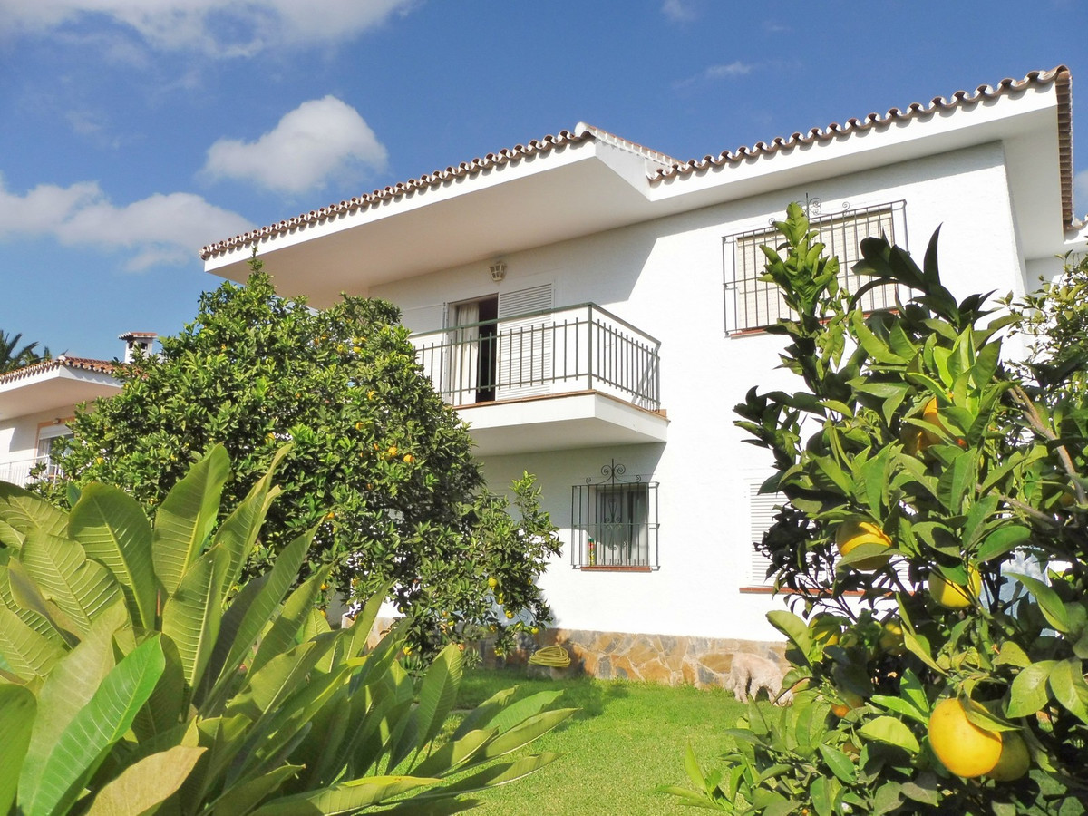 Detached house for sale in Benalmadena. This well presented detached house features a living/dining , Spain