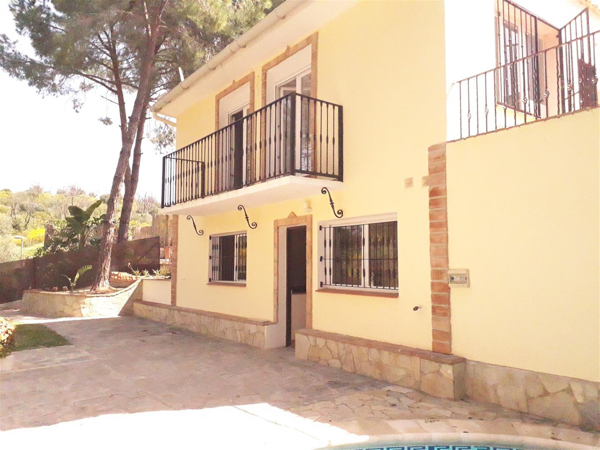 Nice countryside house with 2 ensuite bedrooms, private pool and barbecue situated next to El Rosari,Spain