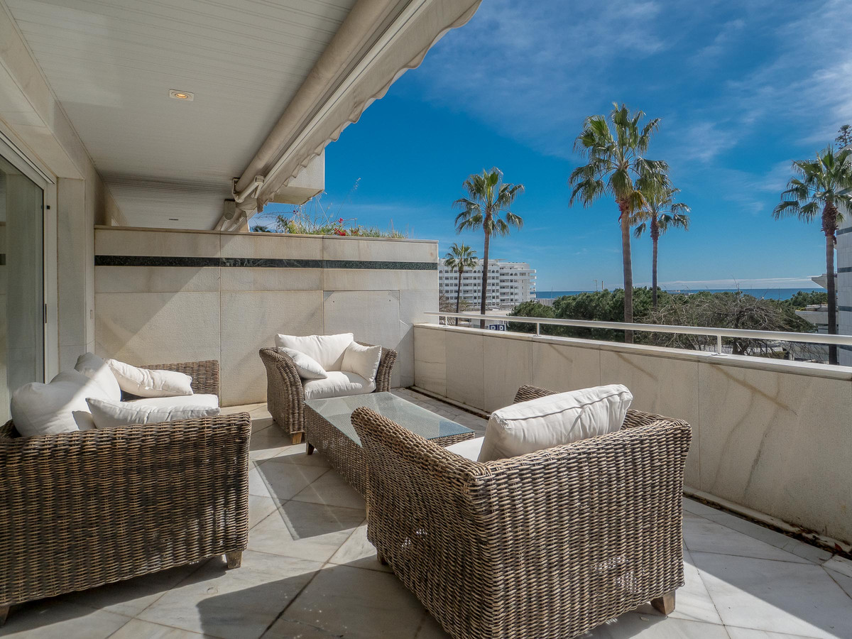 Elegant, luxurious apartment in the most exclusive part of Marbella. A large welcoming hall  leading, Spain