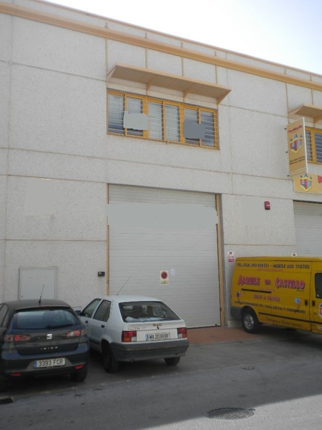 Modern warehouse in a great location in the industrial estate of La Campana which is located between, Spain