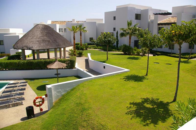 Situated in the very popular Los Flamingos development, this 2 bedroom apartment in the modern compl,Spain