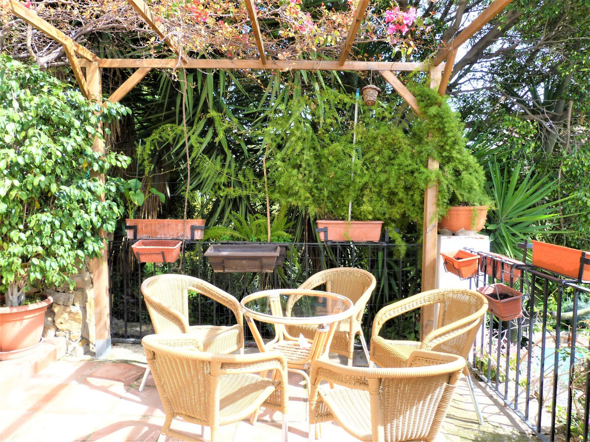 Wonderful house with apartment included with independent access. Located in an idyllic environment, ,Spain