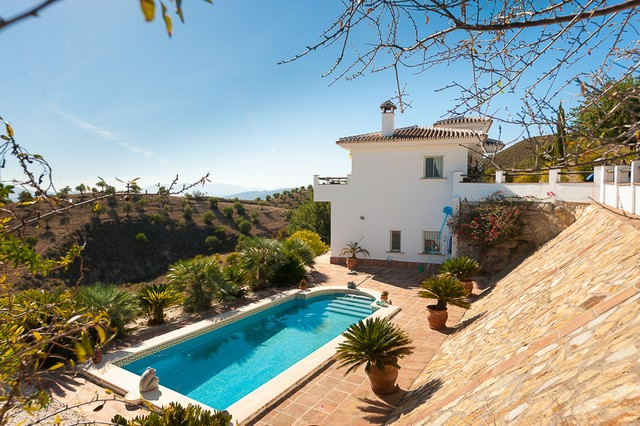 Fantastic finca located on the outskirts of Alora, 10 minutes drive from the village, situated on to, Spain
