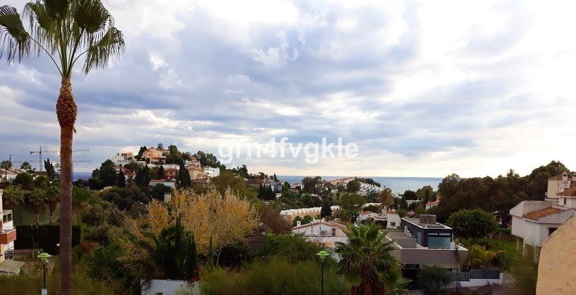Villa is located in a dead end and very quiet, overlooking the sea, totally flat plot of 1200 m2, wi,Spain