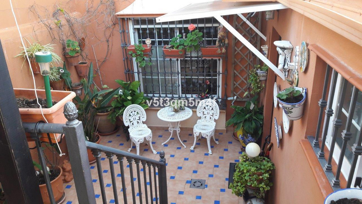 Magnificent house in the heart of Nueva Andalucia. Within walking distance to all services, bars, re,Spain