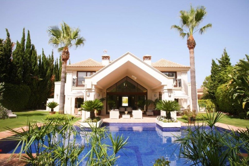 This luxury villa is a real gem!  As soon as you enter the house, the elegant  living room immediate, Spain