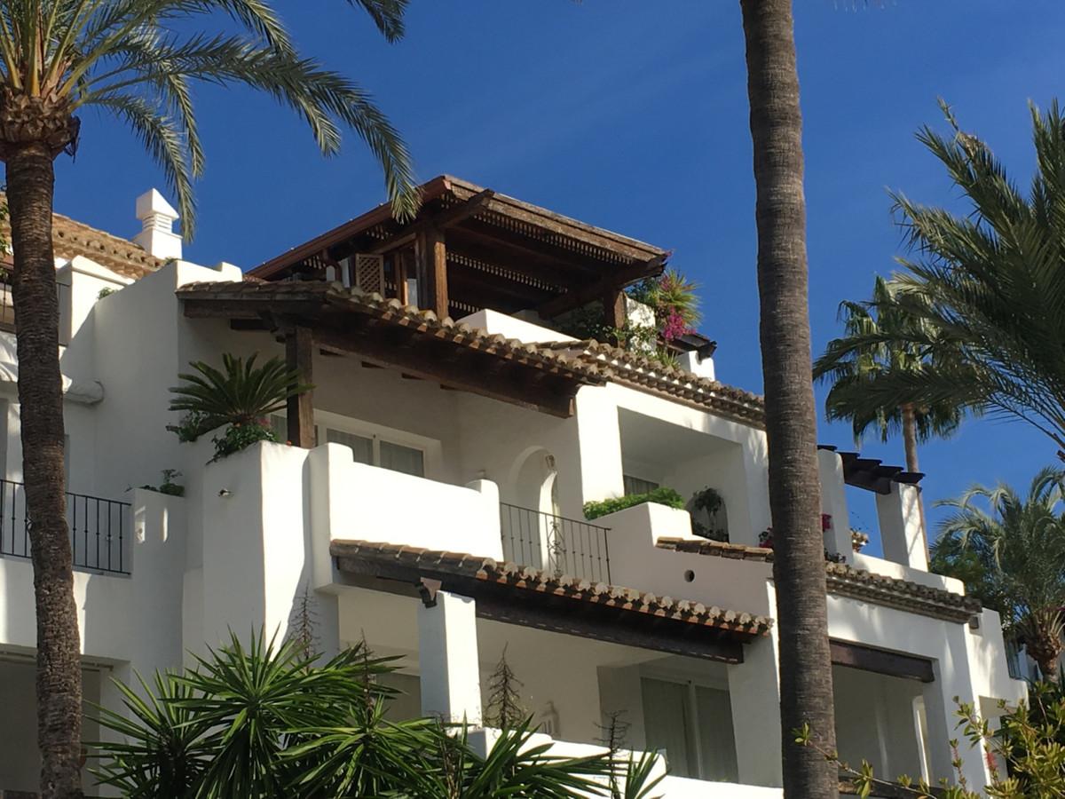Middle Floor Apartment, Estepona, Costa del Sol. 3 Bedrooms, 3 Bathrooms, Built 280 m², Terrace 90 m,Spain