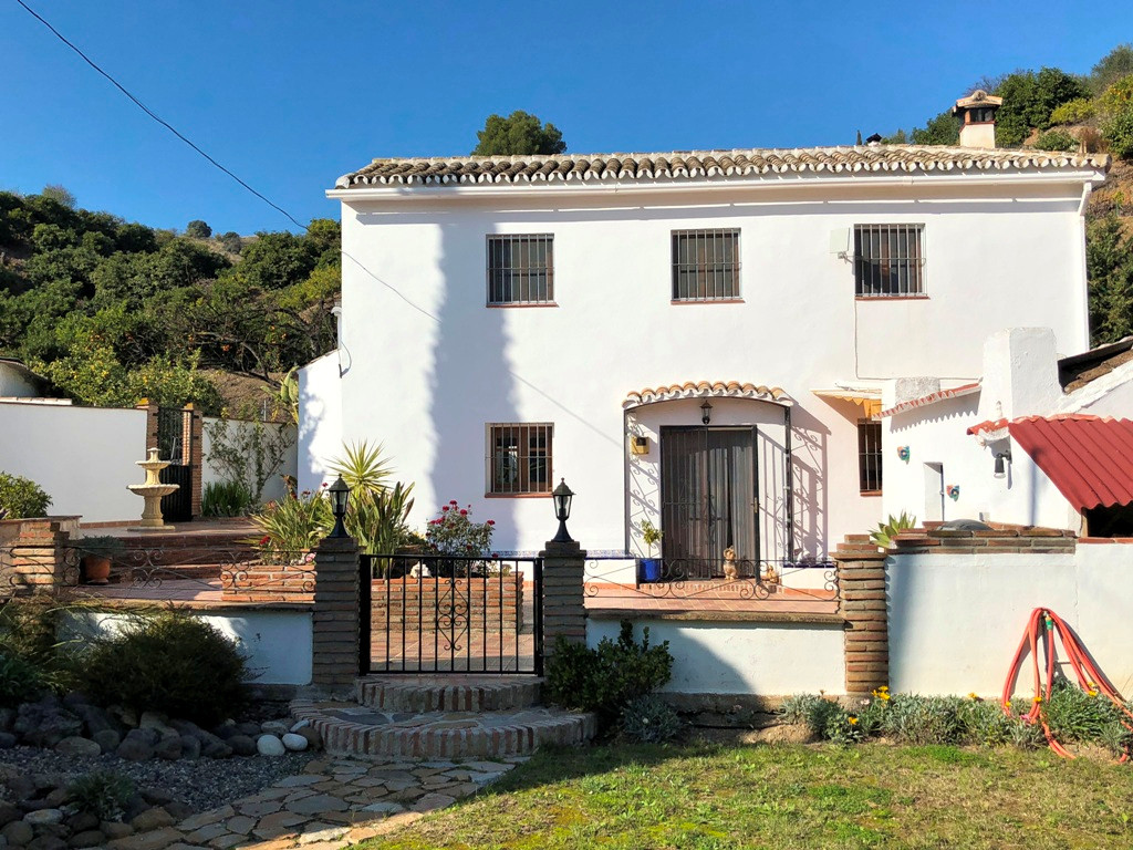This lovely fully fenced property is only 5 minutes' drive from Coin in a quiet country area close t, Spain