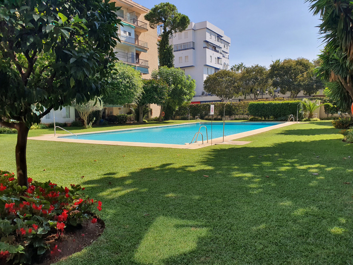 This studio apartment is in an unbeatable location in central Marbella, beachside, on Avenida Ricard,Spain