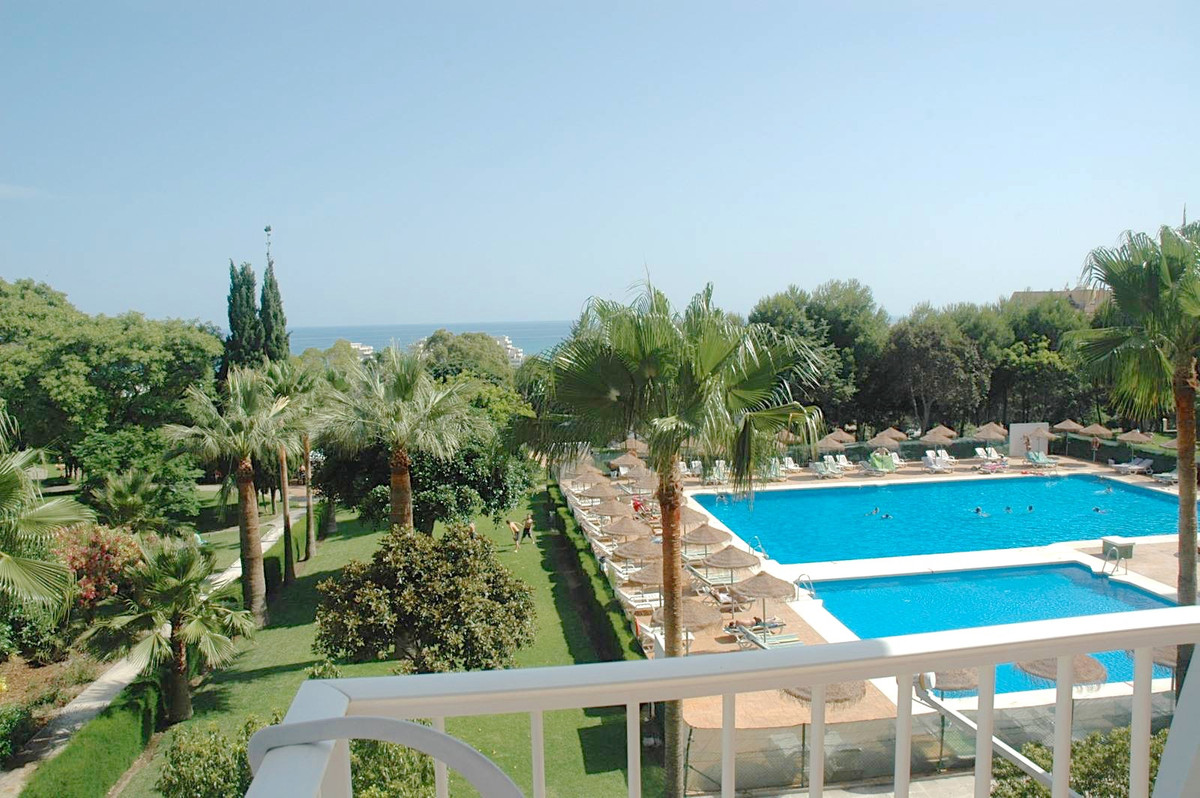 LARGE CORNER APARTMENT WITH LOVELY SEA AND MOUNTAIN VIEWS IN A GREAT LOCATION IN BENALMADENA.   This,Spain