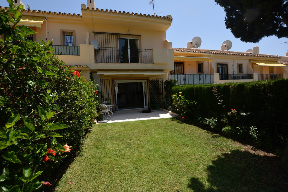 !!!  2 BEDROOMS TOWNHOUSE IN NUEVA ANDALUCIA !!! Townhouse for sale in Nueva Andalucia, a few meters, Spain