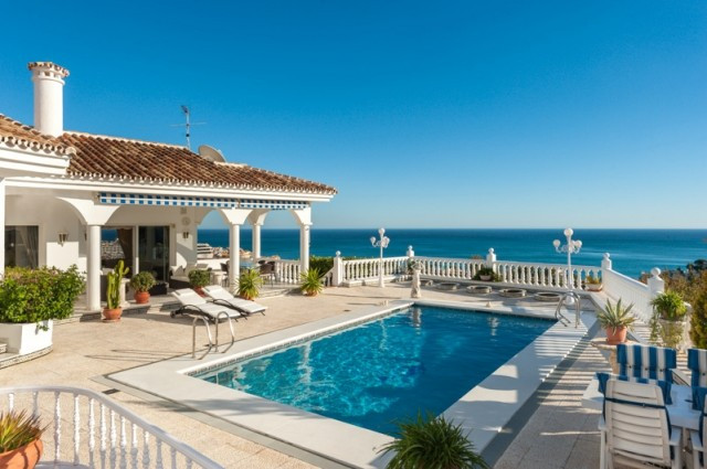 Originally listed for 2,350,000€ and recently reduced to 1.995,000€.  This is a fabulous villa with , Spain
